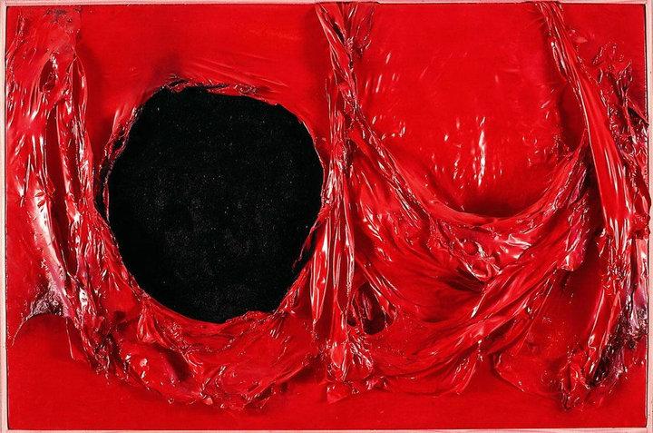 Alberto Burri Rosso Plastica, 1962 Muovi, akryyli, polta selloosi
