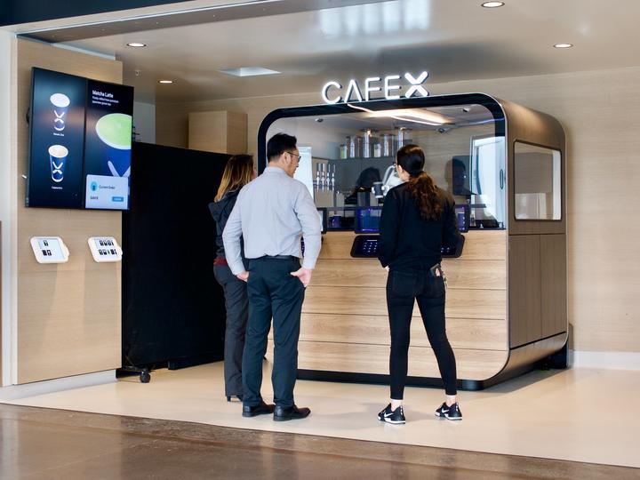 A Café X alapítója megfogalmazta a robotbarista ötletét, amikor egy alkalommal több mint 30 percet várt egy kávéra egy repülőtéren