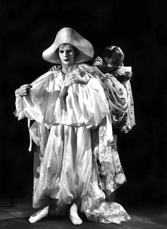 """""""Bowie tenía un gran talento como mimo"""", decía Kemp. Fuente:lindsaykemp.eu"""