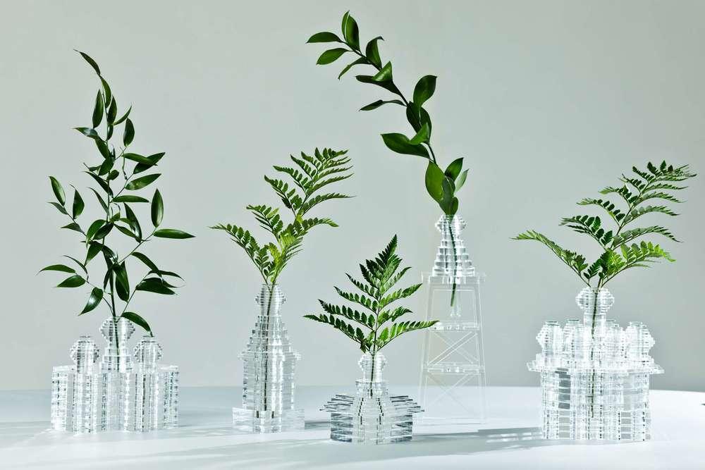 'सोबर' vases, वास्तुकला और समय के पारित होने से प्रेरित कांच के बने पदार्थ। फोटो: 52factory.ru