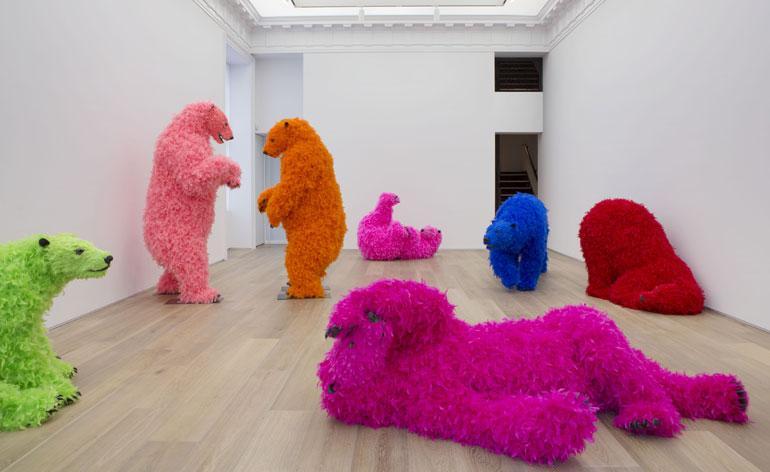 Arte y taxidermia en los coloridos osos de Paola Pivi. FOTO: paolapivi.com
