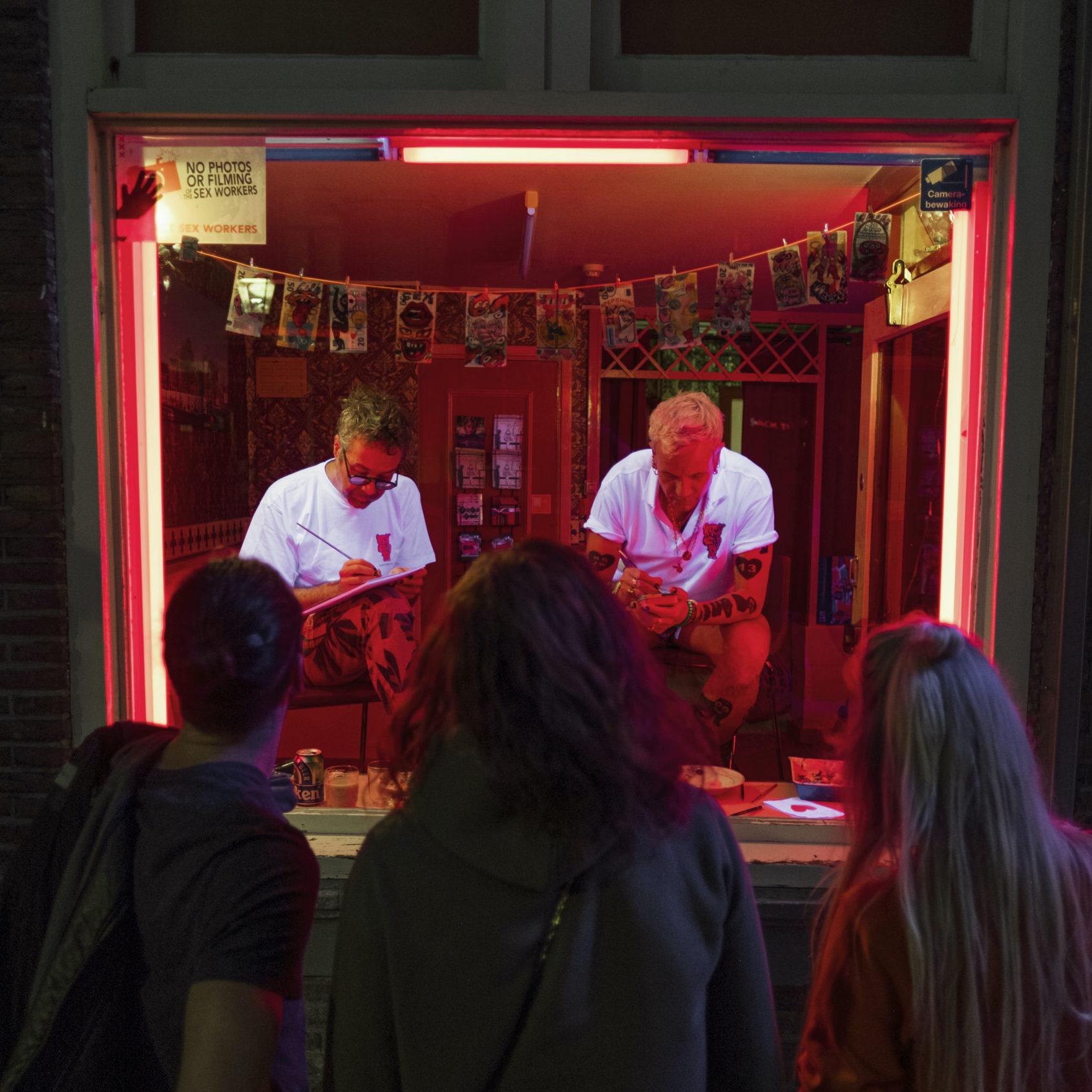 Artistas bas Koster e Dadara trabalham no projeto Transactions Amoureuses. FOTO: baskosters.com: