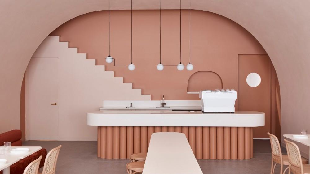 वेस एंडरसन के 'बुडापेस्ट होटल' से प्रेरित एक कैफे। फोटो: देवेन