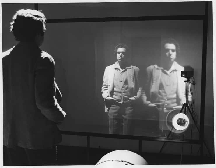 Bruce Nauman è un video artista delle prime generazioni di questa tendenza artistica negli Stati Uniti