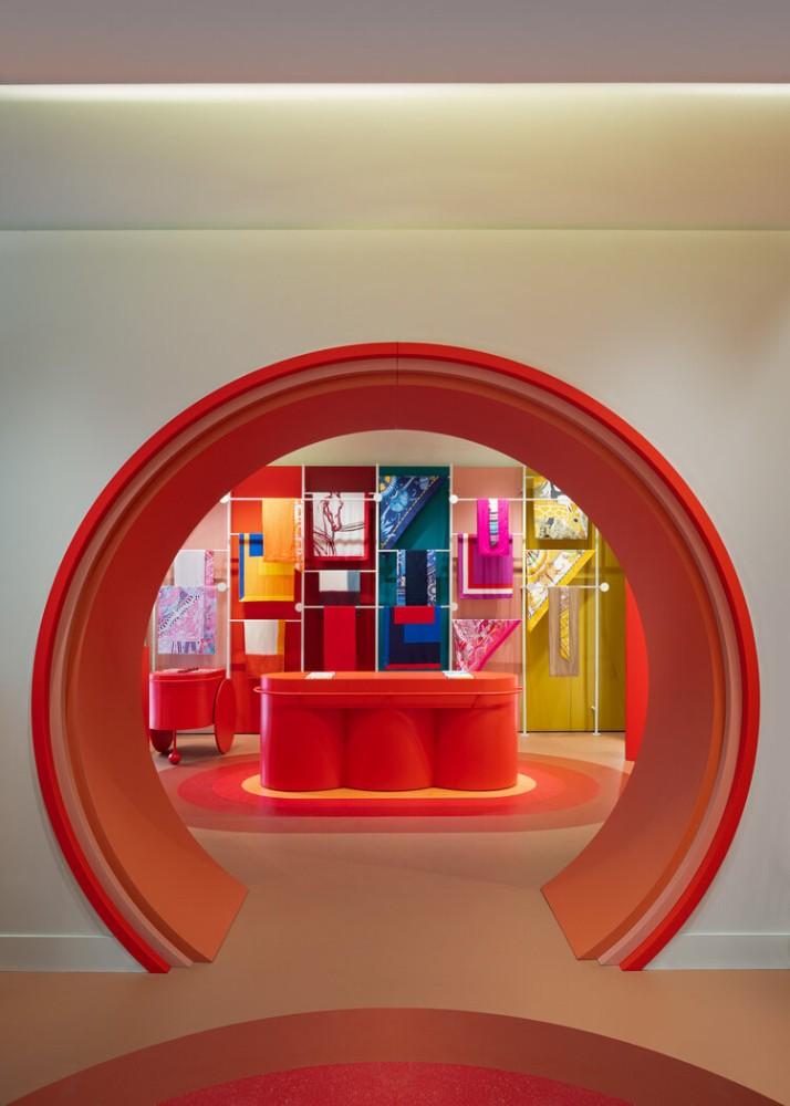 Määrä ja liike Hermès Roma Pop-up Storessa. KUVA: elisaossino.it