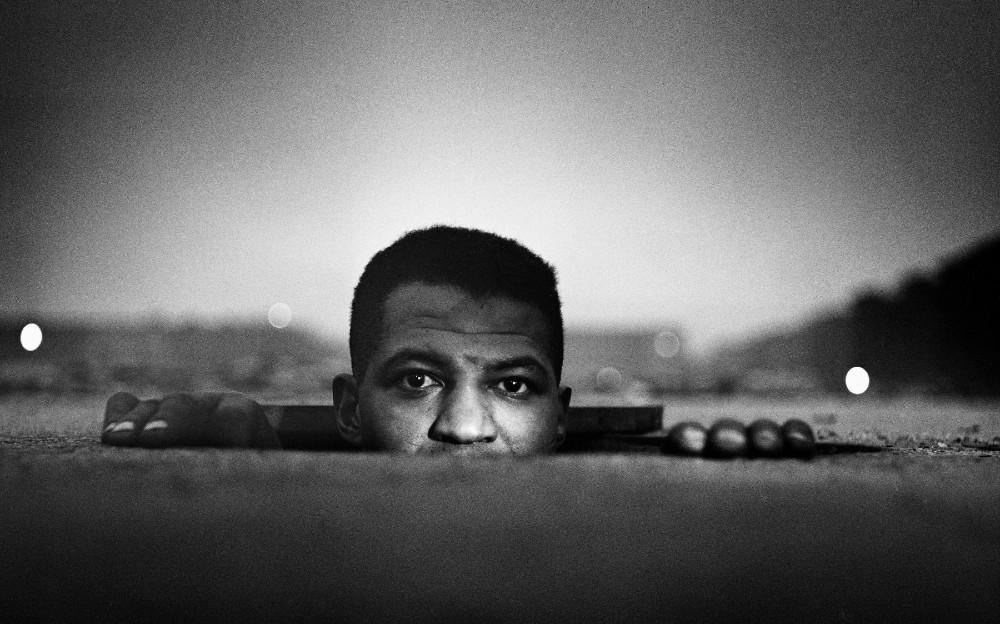 """Emerging man"", Harlem, New York, 1952. 사진 : Gordon Parks Foundation"