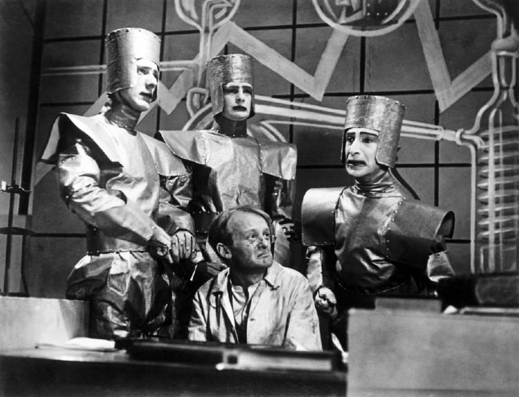 Η λέξη «ρομπότ» δημιουργήθηκε από τον Τσέχο συγγραφέα Karel Čapek στο έργο του RUR (Rossum Universal Robots)