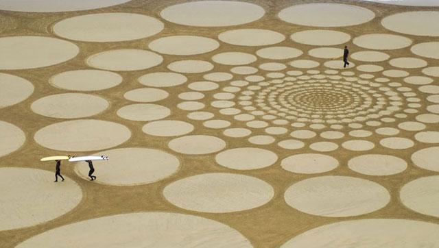 Jim Denevan é um artista da land art atual