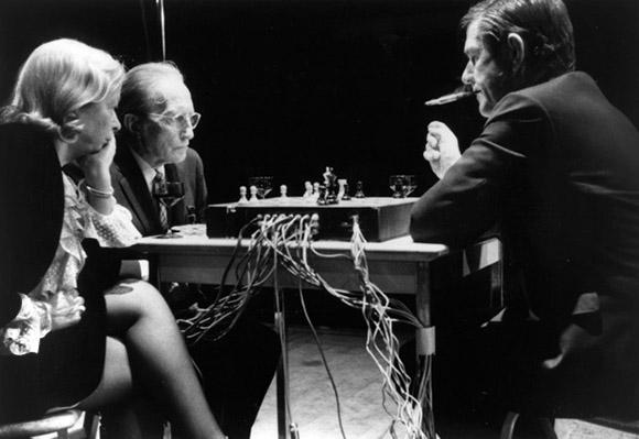 Джон Кейдж был музыкантом, изобретателем и философом, известным своими провокационными произведениями.