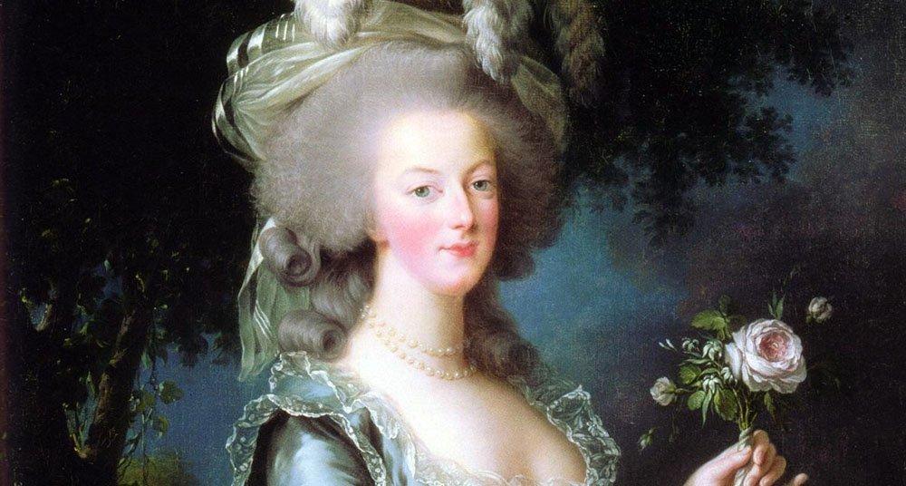 Η βασίλισσα Μαρία Αντουανέτα της Γαλλίας καταδικάστηκε στη γκιλοτίνα αφού έζησε μια σπατάλη ζωή ενώ οι άνθρωποι λιμοκτονούσαν (Φωτογραφία: Απεικονίζεται από τον Vigee Lebrun το 1783)