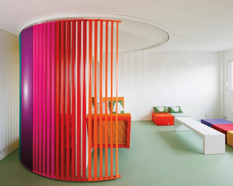Matali Crasset, 'n wêreld van kleur en ontwerp. FOTO: matalicrasset.com