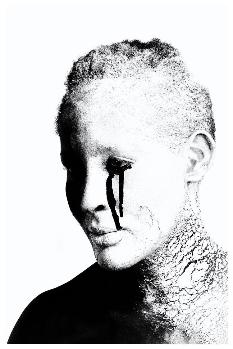 """""""Black Tears"""" deur Mutua Matheka. Kunstenaars tydens die pandemie"""