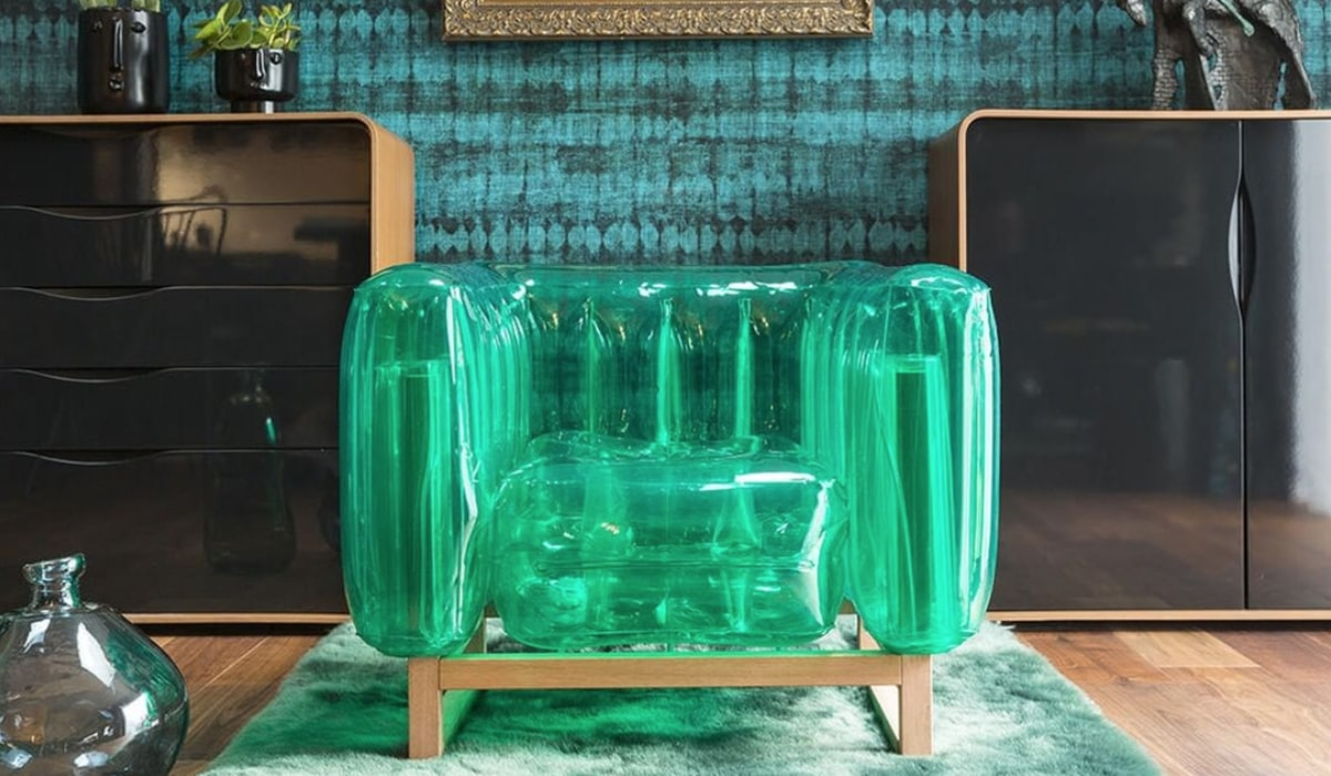 De opblaasbare stoel Yomi staat synoniem voor leven en elegantie.