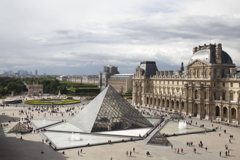 A Louvre felkereséséhez kártyával kell fizetni.