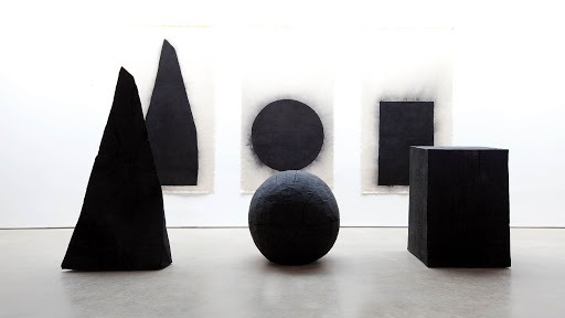 David Nash es un artista británico de la corriente land art
