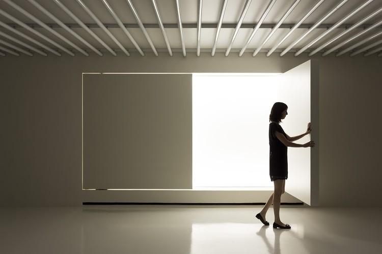 Ernst Neufert német építész volt, aki szabványosította a bútorokat és az építészeti tereket
