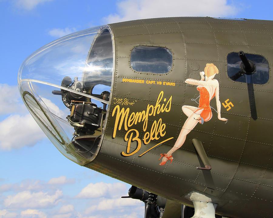 नाक कला सामने के हिस्से में हवाई जहाज को हस्तक्षेप करने की कला है