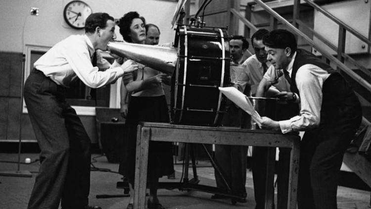 """El estadounidense Orson Welles adaptó """"La guerra de los mundos"""" para radio en 1938"""
