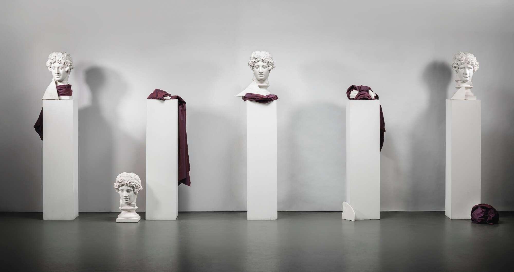 Giulio Paolini es un artista italiano que perteneció a la corriente del arte povera