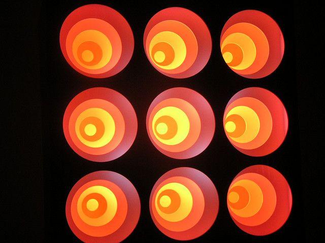 גרגוריו ורדנגה ידוע בעיקר בזכות השימוש באור, קול ותנועה ביצירותיו הקינטיות. מקור: מוזיאון MADI הגאומטרי.