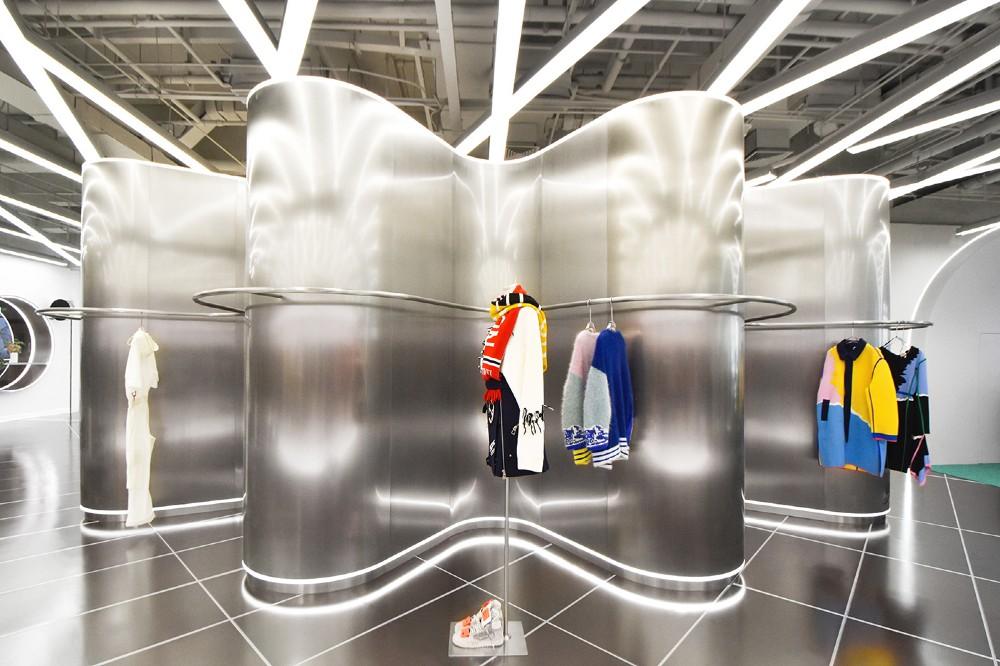 TGY Store, de winkel die liefhebbers van mode, fotografie en design samenbrengt. FOTO: RAMOPRIMO
