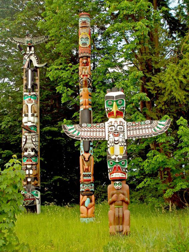 Totems, ancestral inheritance, between art and spirituality. Photo from: Pinterest.com