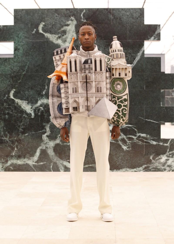 Ο Louis Vuitton σας αγκαλιάζει σε αυτά τα σακάκια εμπνευσμένα από την αρχιτεκτονική. ΦΩΤΟΓΡΑΦΙΑ: Deezen
