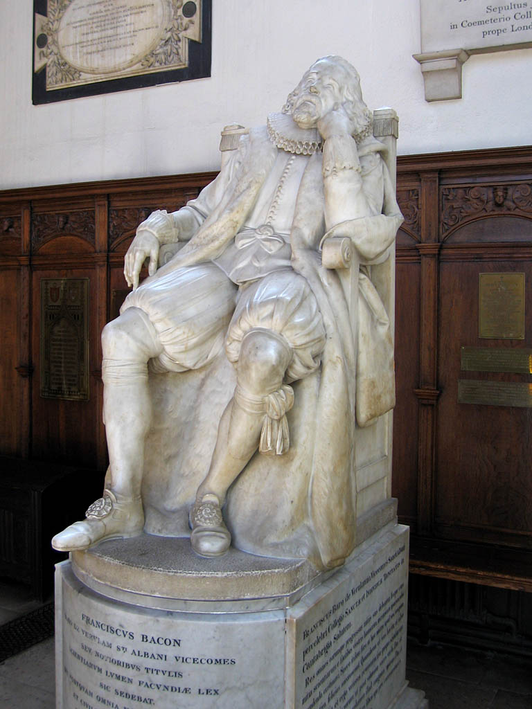 Estatua de Francis Bacon en el Trinity College de Cambridge
