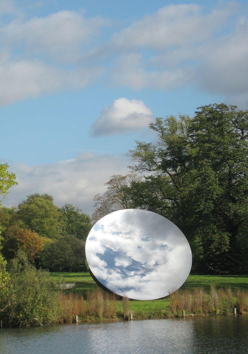 Sky Mirror, se encuentra en los jardines Kensington