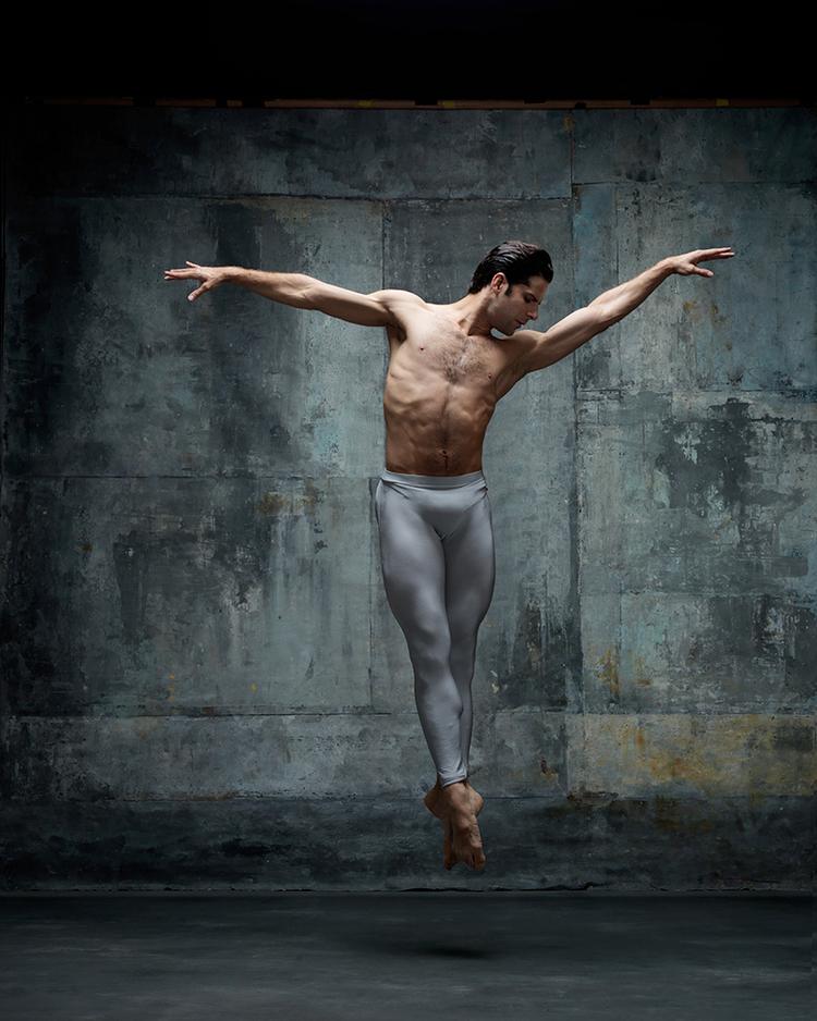 отношения картинки мужчин танцующих свои