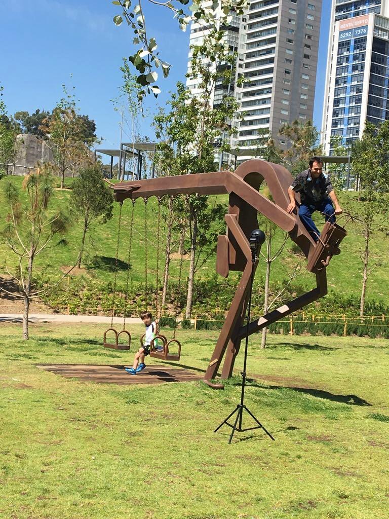 Park med brun jernstruktur.