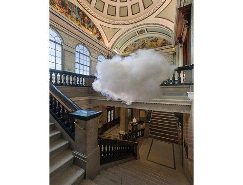 Salón, escaleras, barandal, cúpula y nube.