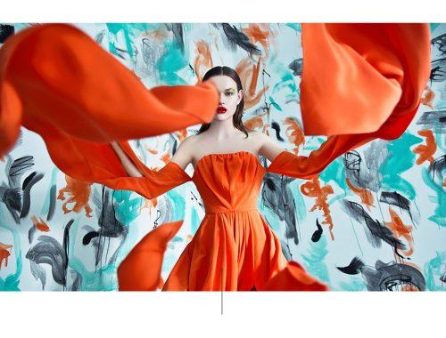 Aspect van de vrouw met oranje jurk.
