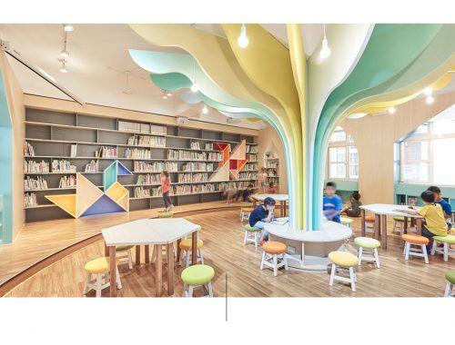 Fotografia di mobili all'interno della biblioteca Talispace.