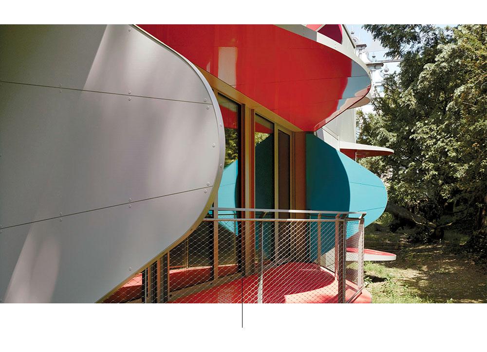 Talo parvekkeilla ponnahtaa ulos designin Manuel Herz