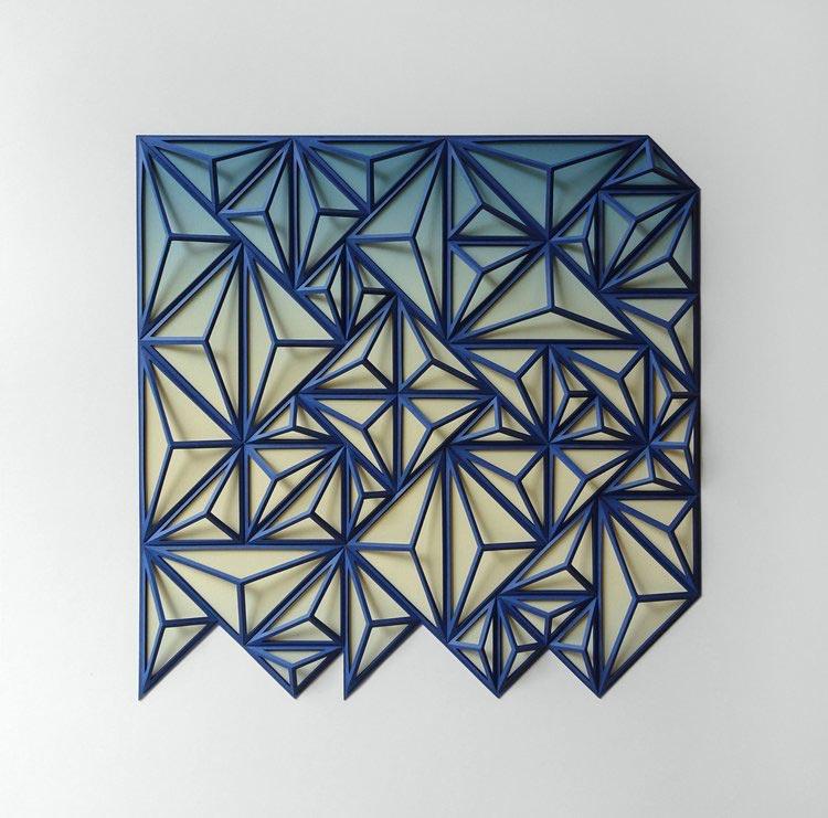 Γλυπτική από μπλε χαρτί του καλλιτέχνη Matthew Shlian.
