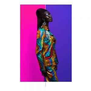 وقوف المرأة، ب، الحلة الزرقاء، أيضا، ثوب قرنفلي اللون، أيضا، أرجواني، الخلفية