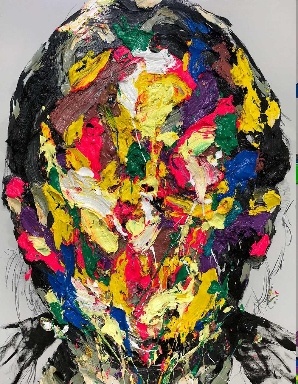Retrato de pinceladas sobrepuestas de colores amarillo, verde, morado, rojo, blanco y negro del artista KwangHo Shin.