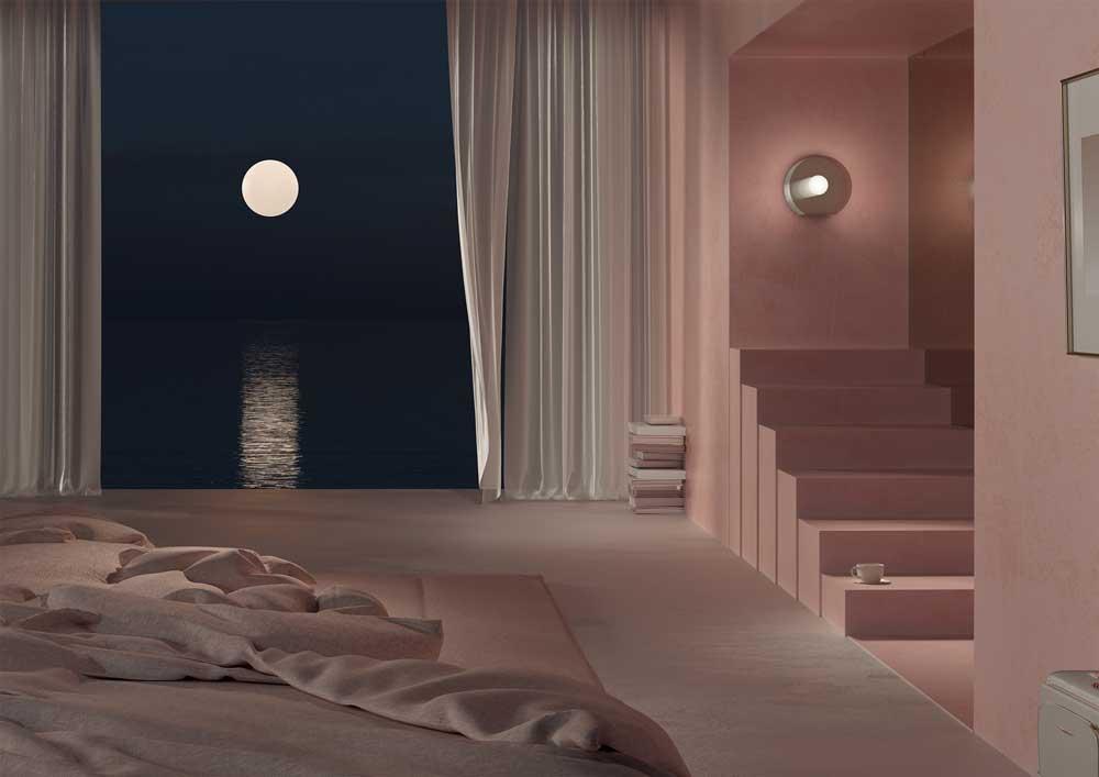 Habitación con escaleras y ventana con paisaje de mar y luna.