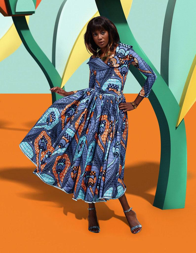 नीले पैटर्न वाली पोशाक और बहुरंगी पृष्ठभूमि में महिला की तस्वीर।