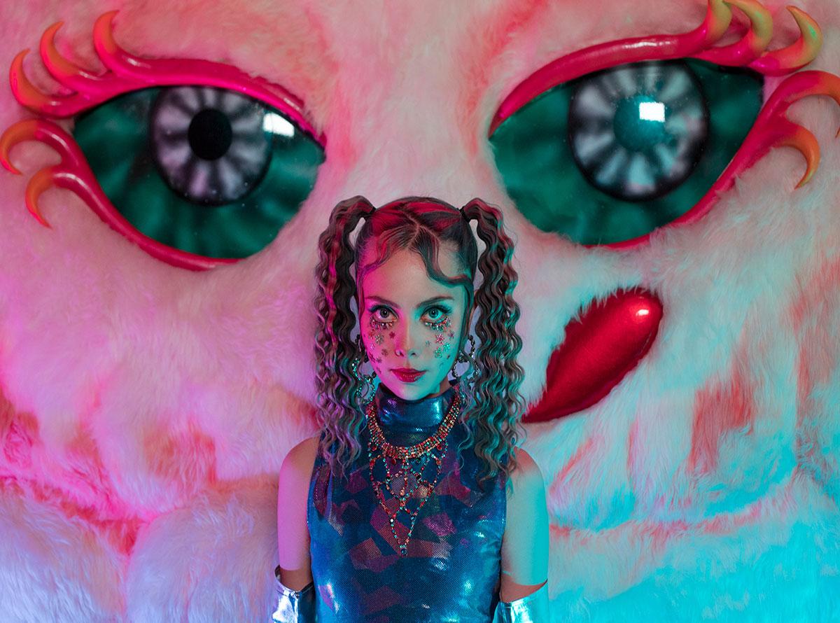 कलाकार यूलिया शूर की महिला का चित्रण