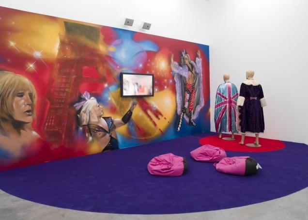 Εγκατάσταση ζωγραφικής και γλυπτικής από τον καλλιτέχνη Jeremy Jeller.