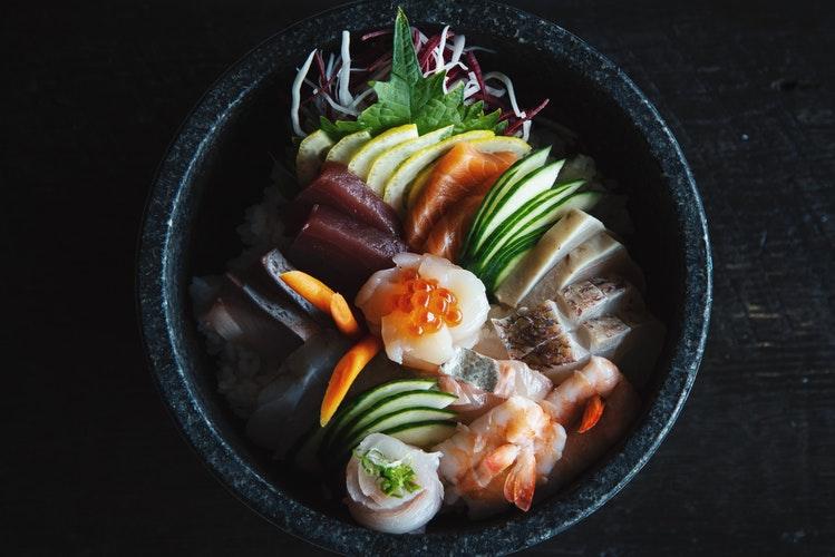 विशिष्ट जापानी स्टू डिश
