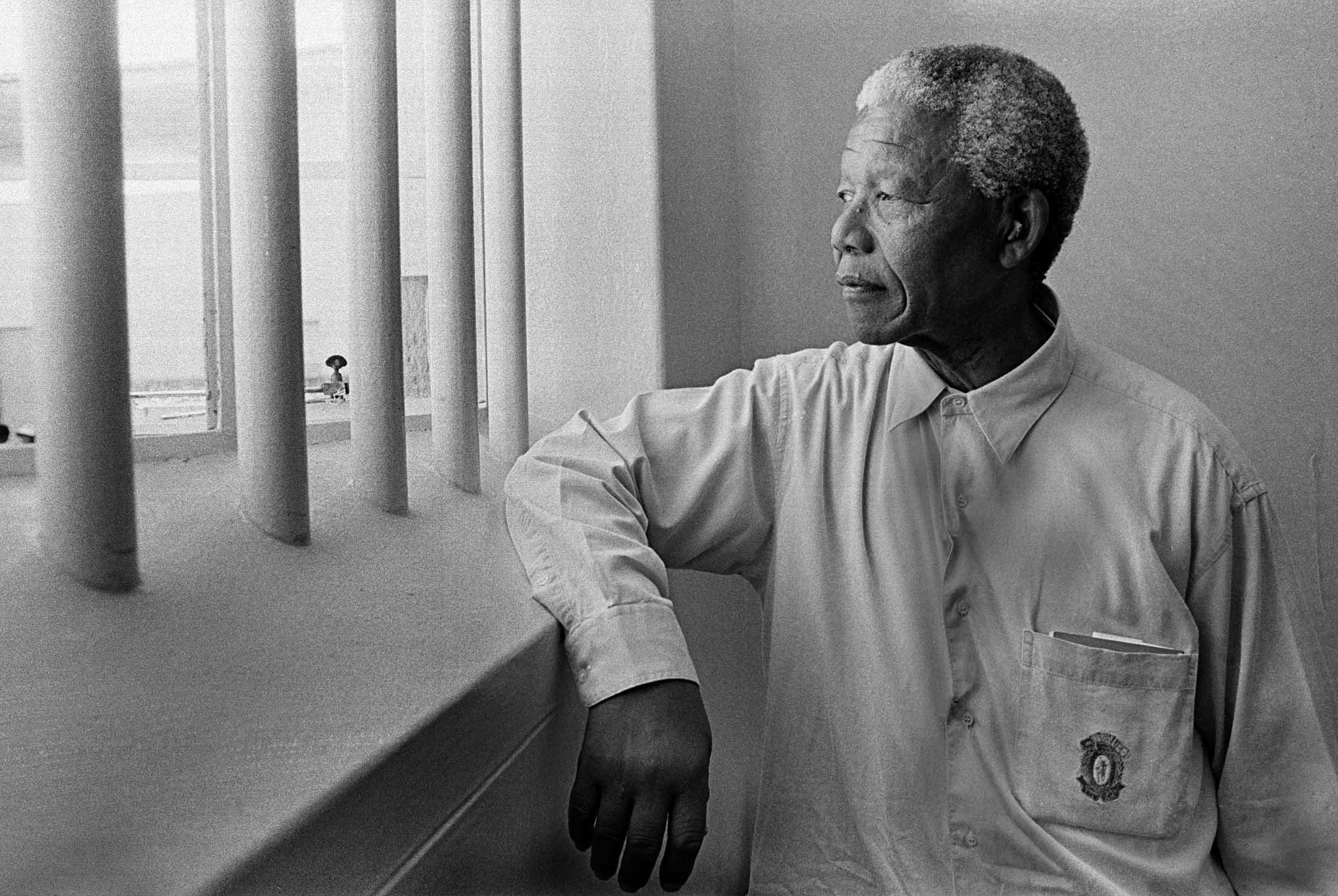 Svart og hvitt portrett av leder Nelson Mandela