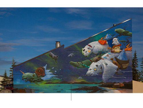 Μπλε τοιχογραφία με στοιχεία της θάλασσας και των πολικών αρκούδων που δημιούργησε ο καλλιτέχνης Dulk