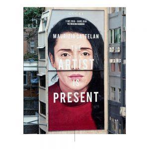 """Fotografia di propaganda del marchio Gucci con la frase """"L'artista è presente""""."""