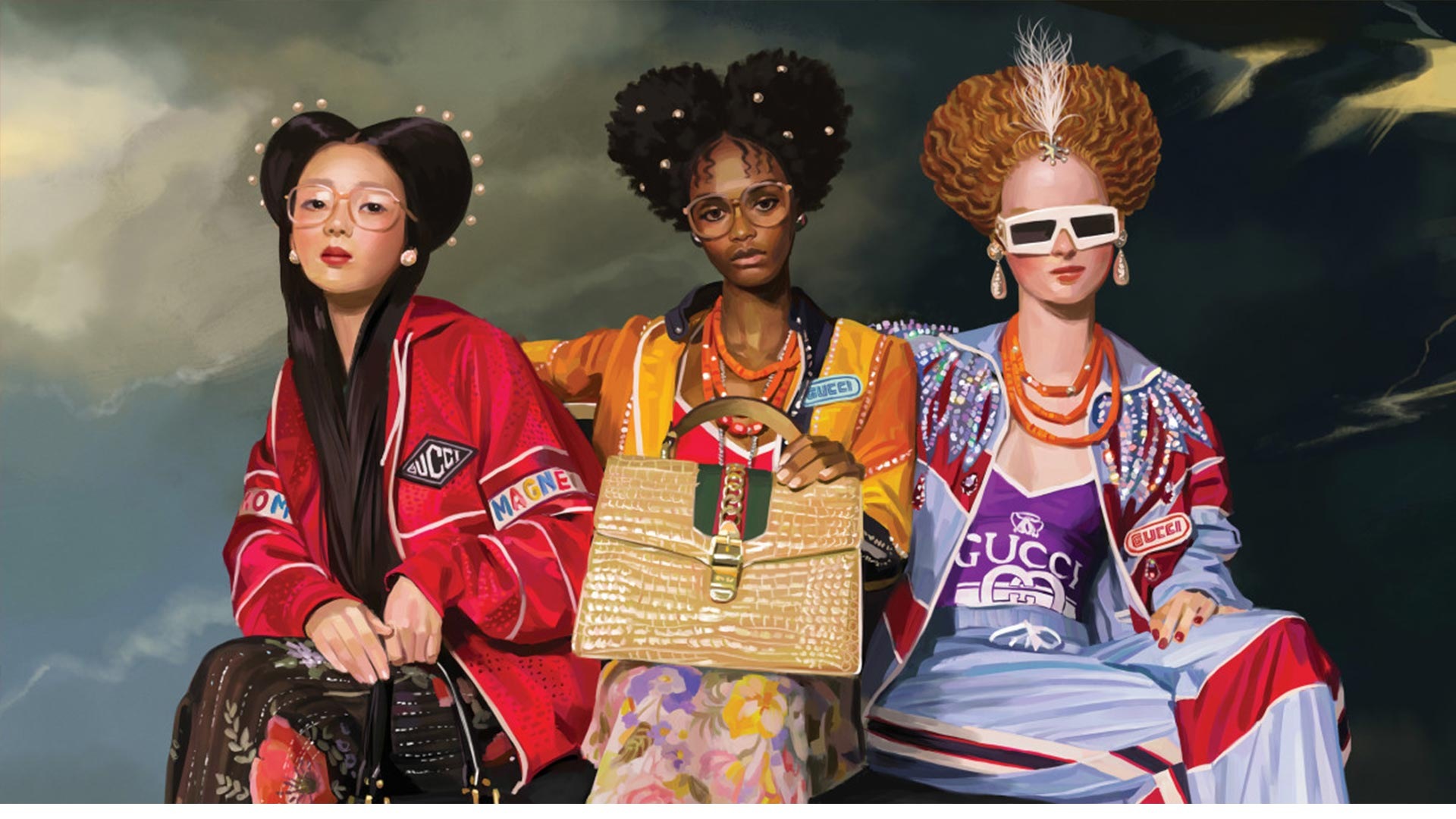 Drie vrouwen poseren met Gucci-outfits.