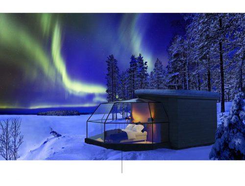 Exterior de una casa en medio de un paisaje nevado.