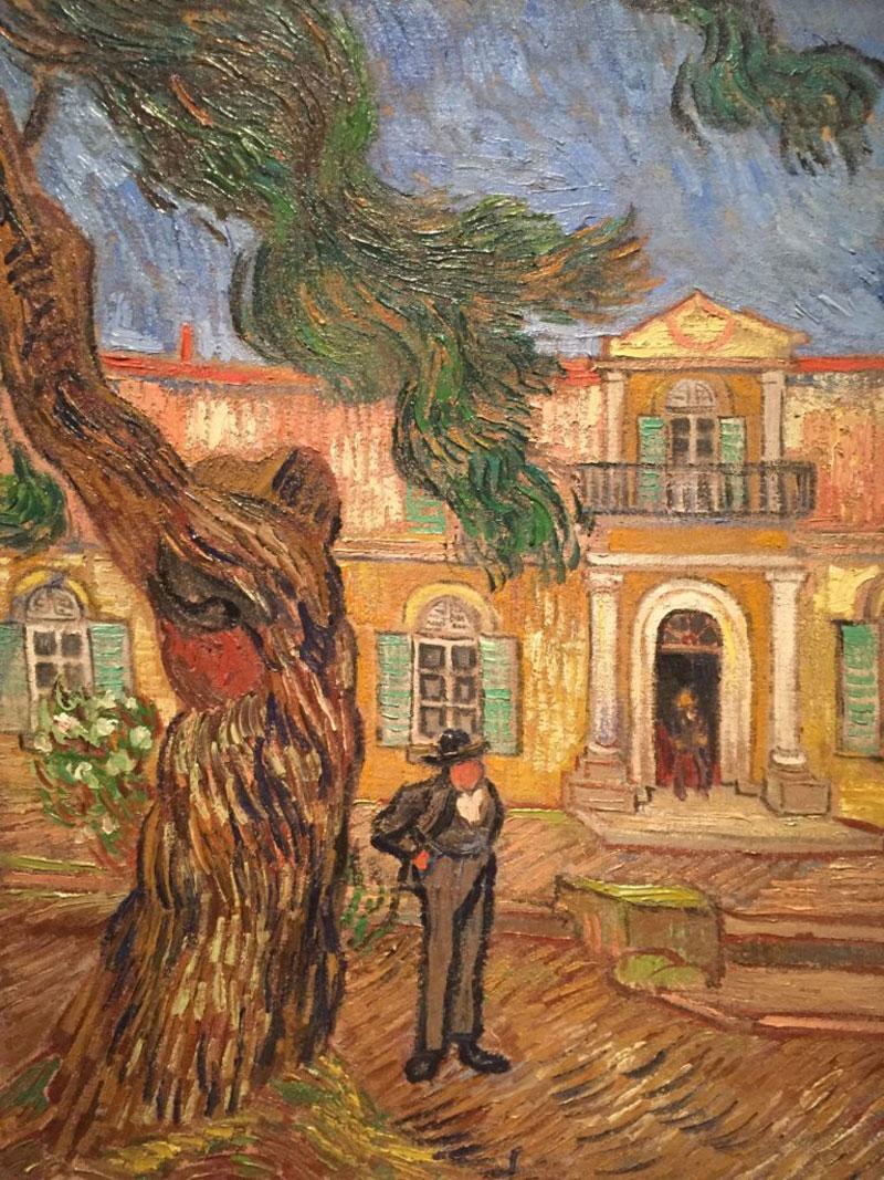 विन्सेन्ट वान गाग द्वारा चित्रित पेड़ के बगल में एक आदमी की पेंटिंग