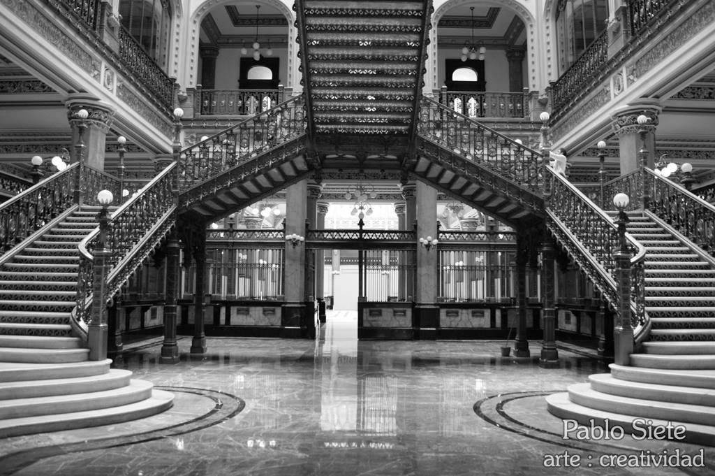 Entrada del Palacio de Correos